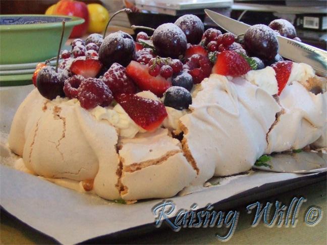 Berry Meringue with Vanilla Cream